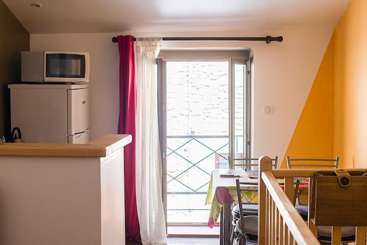 """Là Ho"": a real little nest in Perigord - Montignac - Apartamento"