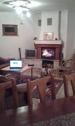 Cozy family-friendly house/rooms - Suseni - Dům