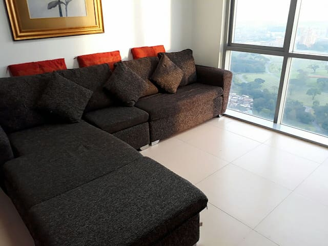 Spacious 1-Bedroom Unit w/ View BGC