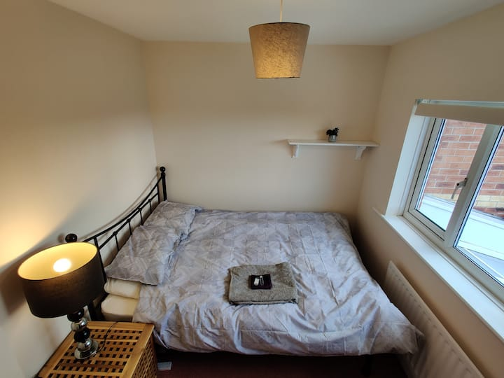 Double Room in quiet, clean, pet-free, comfy home
