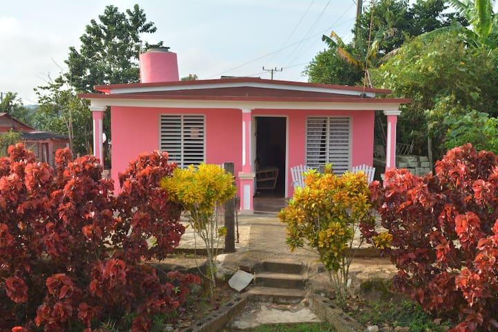 Private Room w/ Wifi Villa Dinalba y Juan Carlos 1