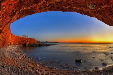 House by the beach, sunset views! - Finikas