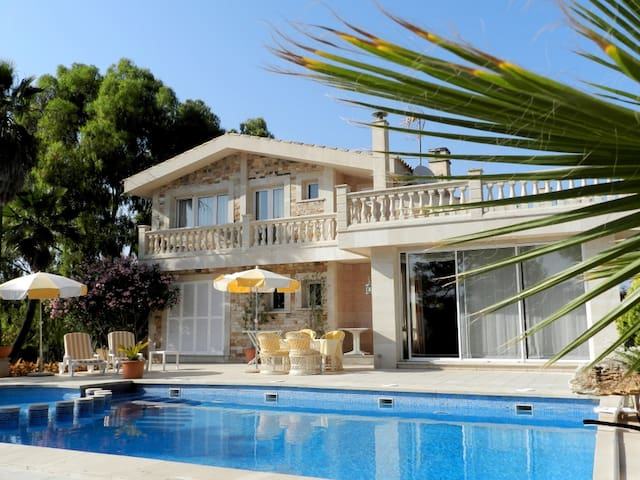 VILLA CAN PEDRO - hochwertig - ruhige Lage - Illes Balears - House