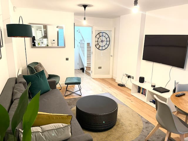 IMMACULATE COVENT GARDEN APARTMENT