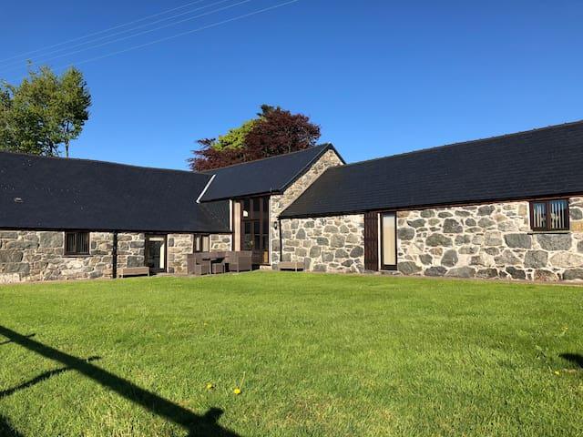 Ysgubor Glandwr - Luxury Barn Conversion