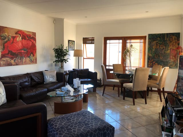 Hermanus/Sandbaai-beach2wine  3 bed 2bath cottage