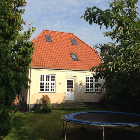 Newly renovated villa with garden - Charlottenlund - Huis