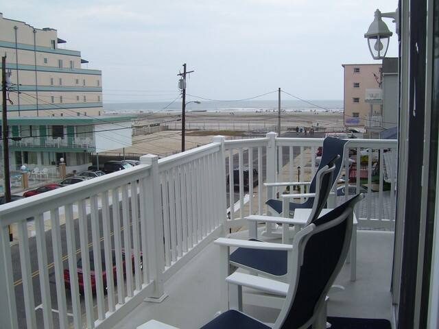 Cozy Seashore Condo Half Block to Beach! - Wildwood Crest