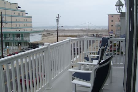 Cozy Seashore Condo Half Block to Beach! - Wildwood Crest - Kondominium