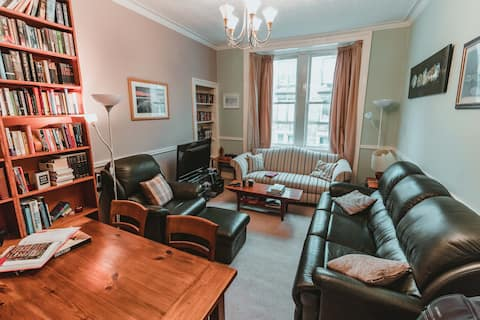 Cosy, comfortable and homely Edinburgh flat.