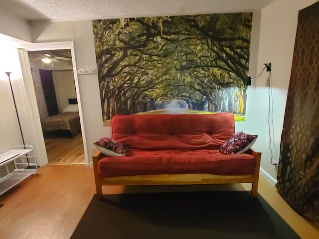 Cozy 2BR Apartment in Downtown