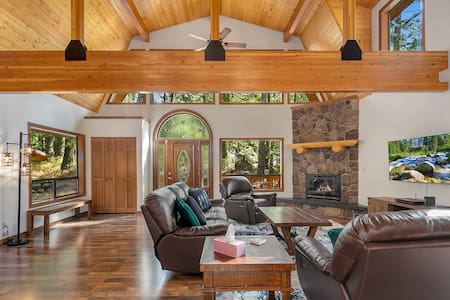 Highlander Lodge - New!-One of a kind family retreat! Slps 30 | Gym | Game Room | On Silver Creek
