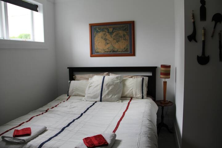Charming room in Castor Bay.