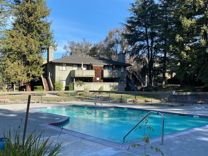 Cozy condo next to beautiful Almaden Lake