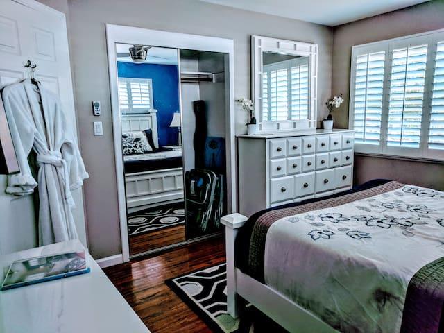 New Luxury Deluxe Bedroom with Private Bathroom!