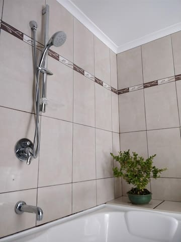 Calm 1 Bedroom w/ bath – 5 min from CBD and Gorge