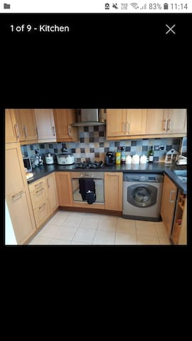 Double room to rent in cosy house in Swansea.