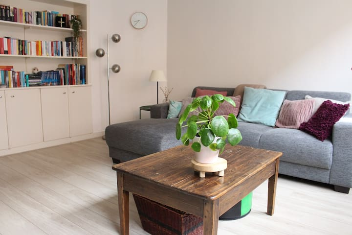 New  Bright & Modern APT w garden@Rdam City Center