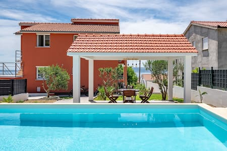 Mattanna Villa with private pool and 2 el.bicycles