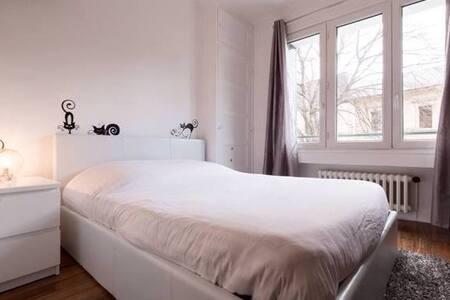 Chambre dans un petit appartement - Annecy
