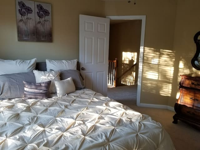 Private Bedroom in Snellville area