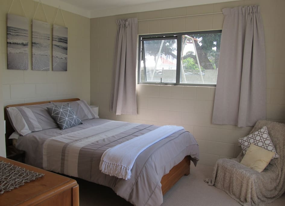 Double bedroom with private access.