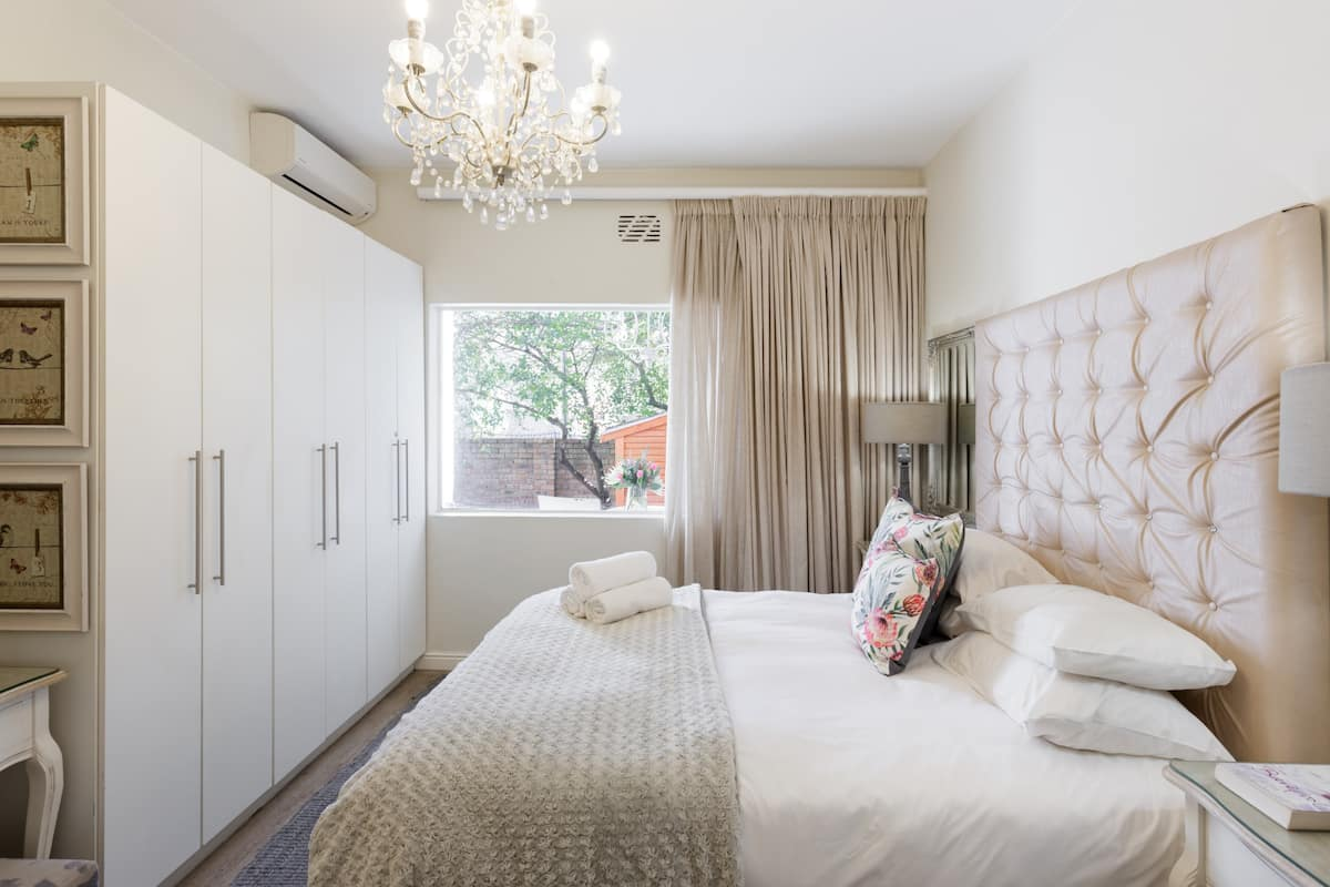 Tranquil Private Two Bedroom Unit Perfect for Long Stays