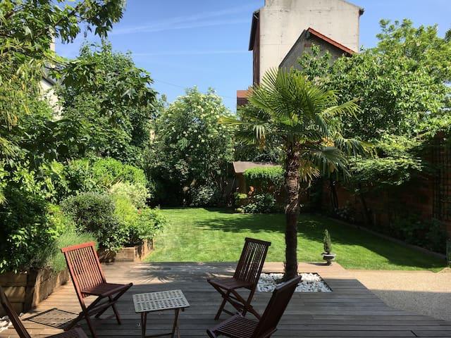 Beautiful house with garden, 11 mn to Paris center