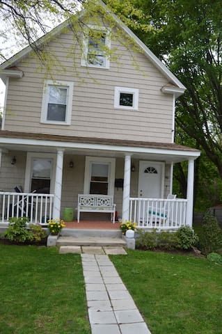 A charming house close to water - Oyster Bay - Ev