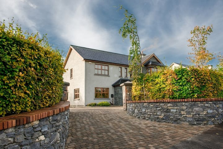 New Luxurious Home in Killarney Sleeps 10 - Killarney - Rumah
