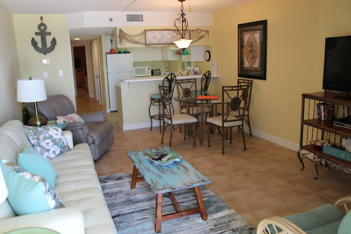 Clearwater 1C -Beautiful Beachfront Views! Recently remodeled & brand new fridge
