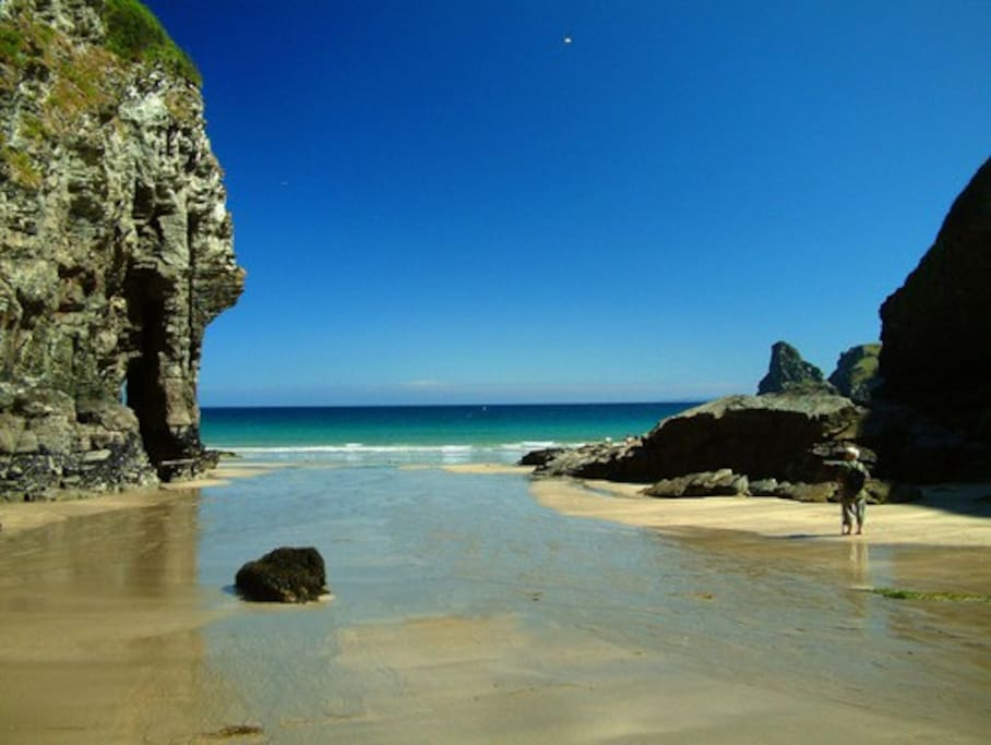Nearby beach - Bossiney Haven (15mins walk from the cottage)