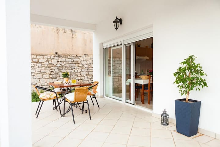 One bedroom apartment with terrace Vela Luka (Korčula) (A-16770-b)