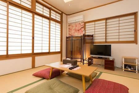 Close to Stn & Castle! Huge space to hang out :D - Miyakojima-ku, Ōsaka-shi - House