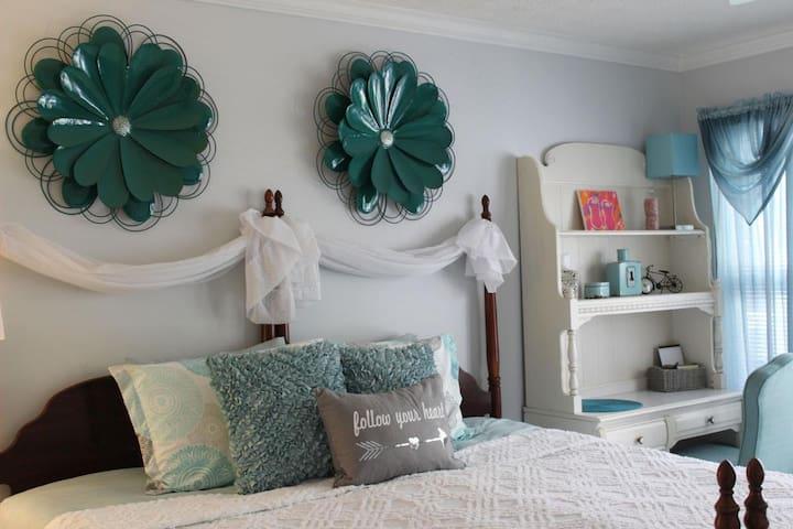 Southern Charm - Stockbridge Lakes Bed & Breakfast