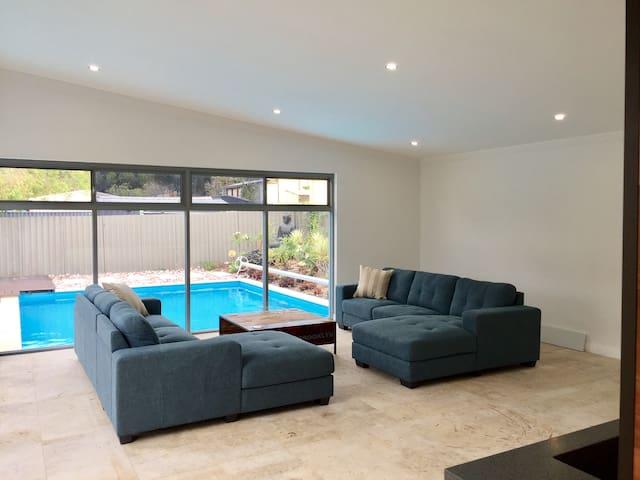 Singleton poolhouse escape