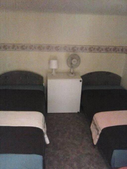 Kettő darab,egy személyes ágy/heverő/