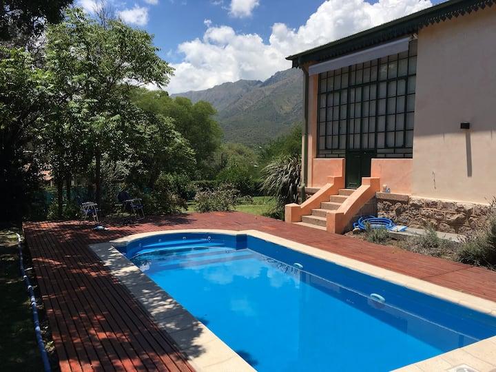 Casa entera, inigualable vista al cerro Uritorco