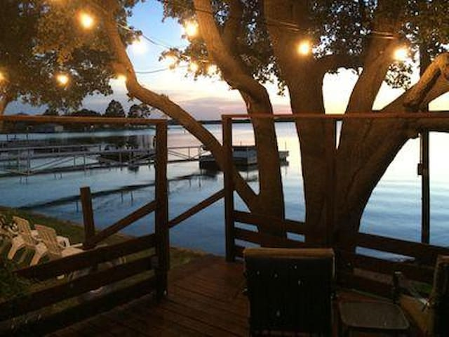 Oak Heist: Amazing Views, Sunsets, Renovated Home Near Boat Ramp, Kayak, Hiking, Beach Entry