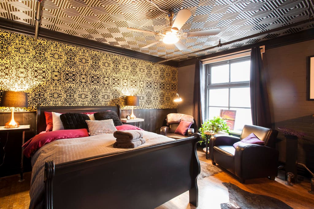 Amazing downtown stay on queen university rm 2 boutique for Boutique hotels downtown