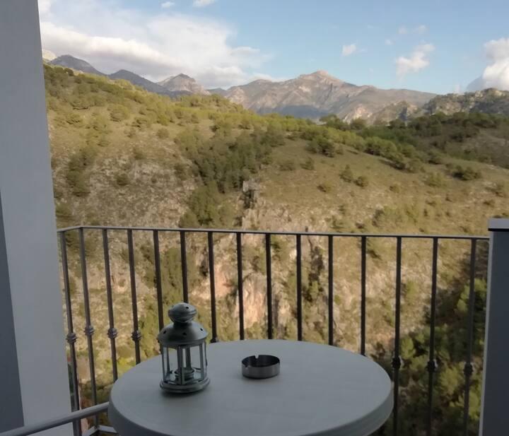 Acogedor Estudio con vistas a la montaña.