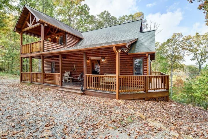 Three-story dog-friendly home w/private hot tub, WiFi, pool table & 3 fireplaces