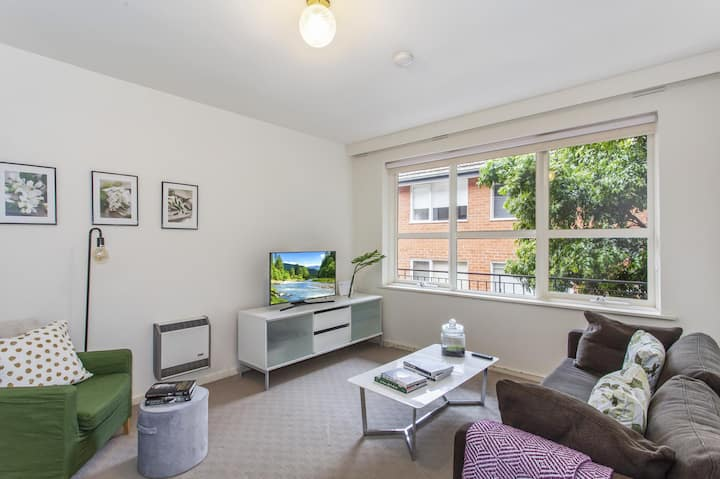 Family-friendly Apartment in Green Glen Iris