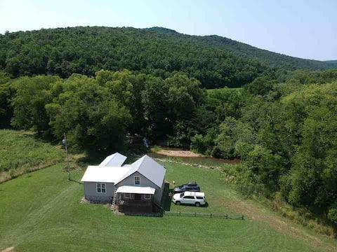 Cabin & Creek on 30 acres w/ 360 Mountain Views!