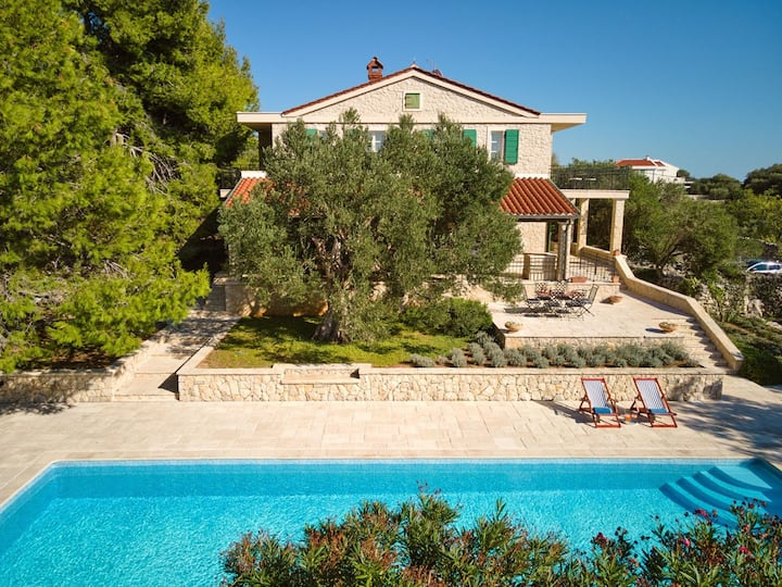 Luxury Villa Olive Hacienda Pag with pool on the island of Pag