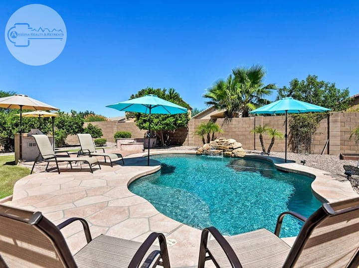 AMAZING 5 BR 3 BA PRIVATE HEATED SALT WATER POOLSIDE RETREAT!