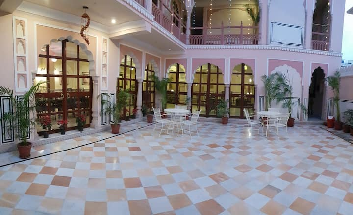 Queen Room In Raj Rajeshwari Haveli