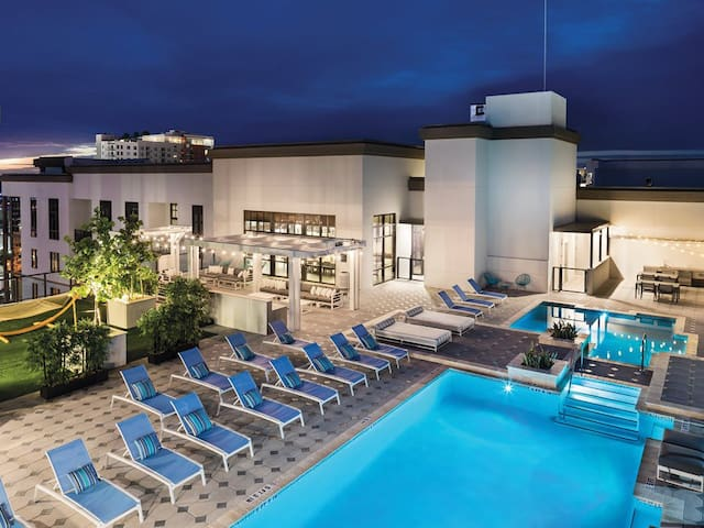 Luxury Downtown St. Pete Mid-rise w/ Rooftop Pool!