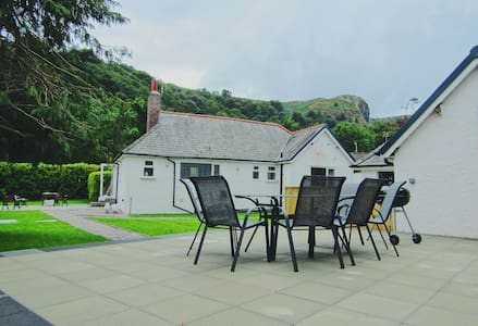 Y Bwthyn Large and Modern Conwy Cottage