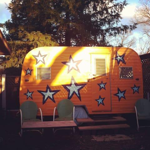 Garden Starship: walk to town & UCD - Davis - Camping-car/caravane